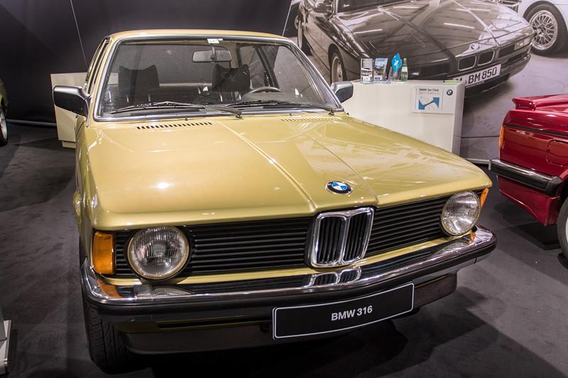 BMW 316, mit 4-Zylinder Reihenmotor mit 90 PS