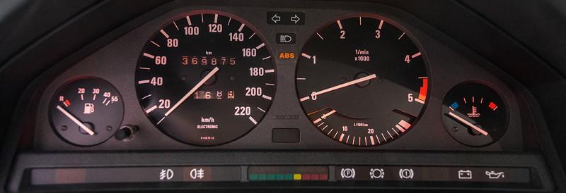 BMW 325e (E36), Tacho-Instrumente