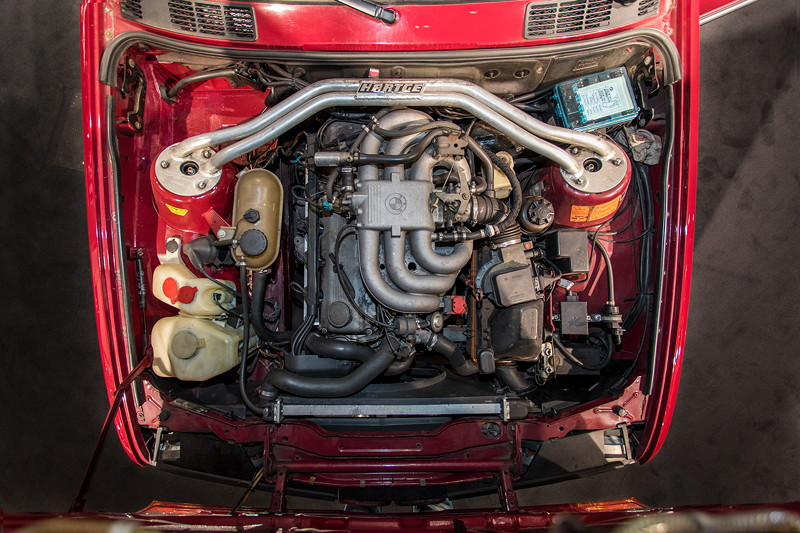 BMW 325e (E30), 6-Zylinder-Reihenmotor, 122 PS