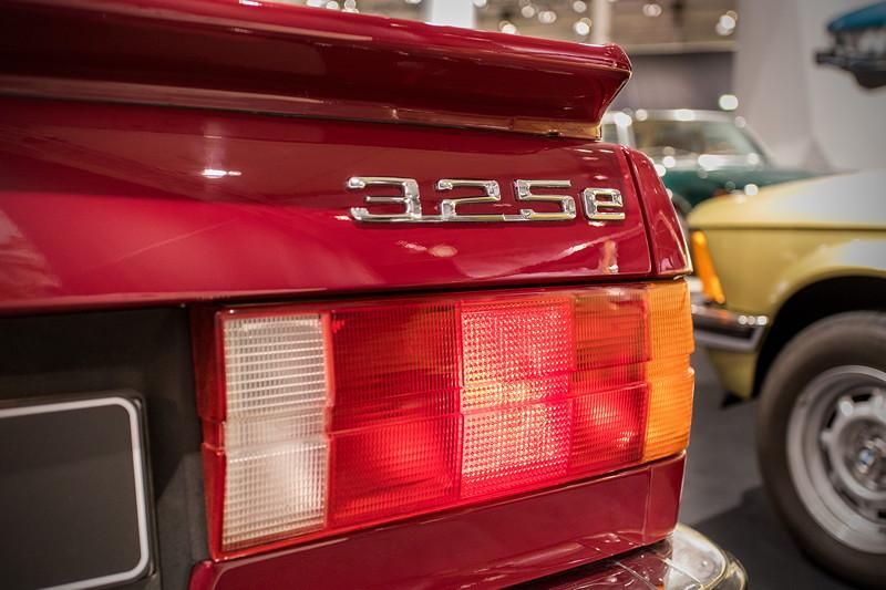 BMW 325e (E36), Typ-Bezeichnung auf der Heckklappe, 'e' für 'eta'