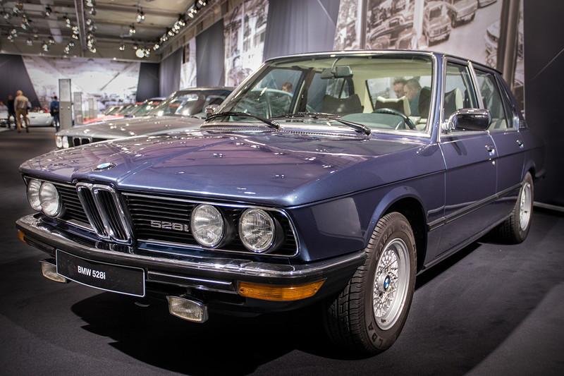 BMW 528i (E12) von Dr. Andreas Schwarz, ausgestellt von der BMW 5er IG auf der Techno Classica 2018.