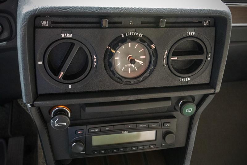 BMW 528i (E12), Mittelkonsole