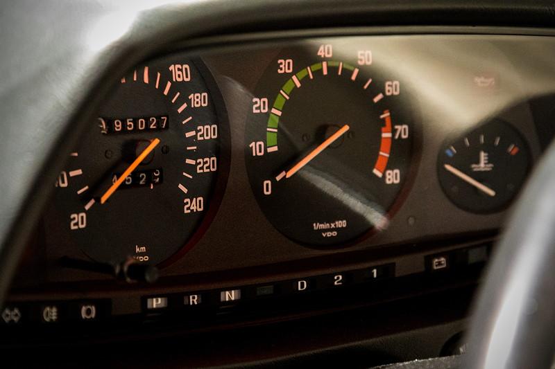 BMW 528i (E12), Tacho-Instrumente