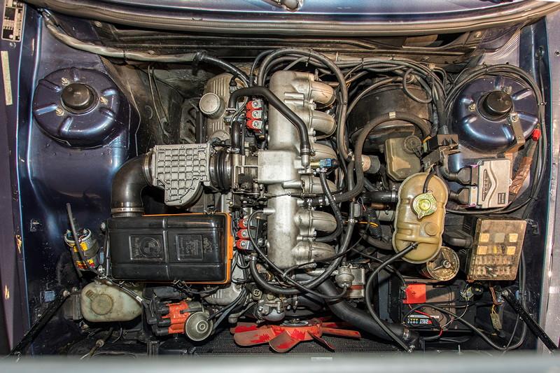 BMW 528i (E12), 6-Zylinder-Reihenmotor, 177 PS