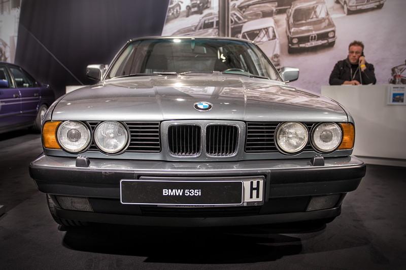 BMW 535i (E34), das ausgestellte Fahrzeug darf seit diesem Jahr mit 'H'-Kennzeichen fahren.