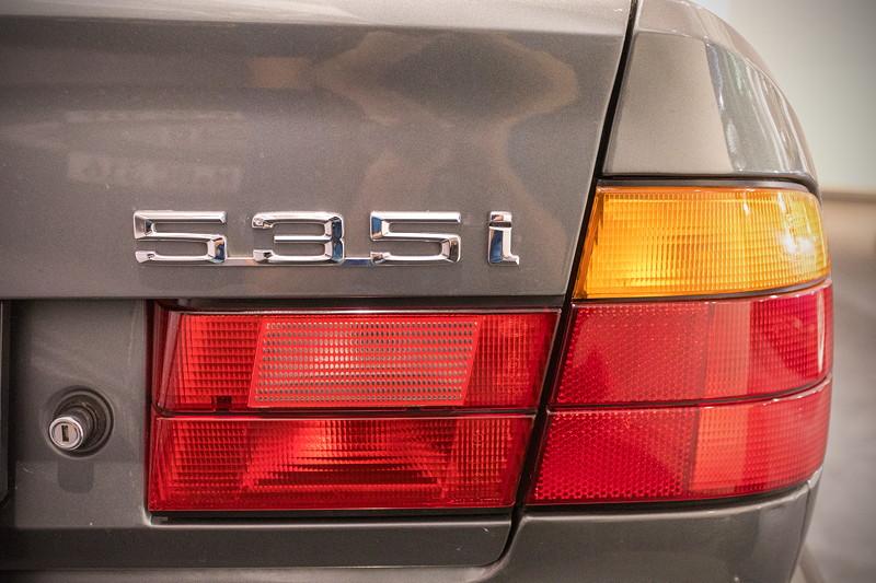 BMW 535i (E34), Typbezeichnung auf der Heckklappe