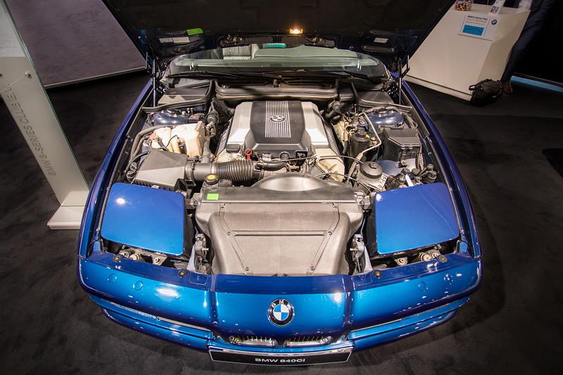 BMW 840Ci (E31), viel Platz im Motorraum: V8-Motor, 286 PS