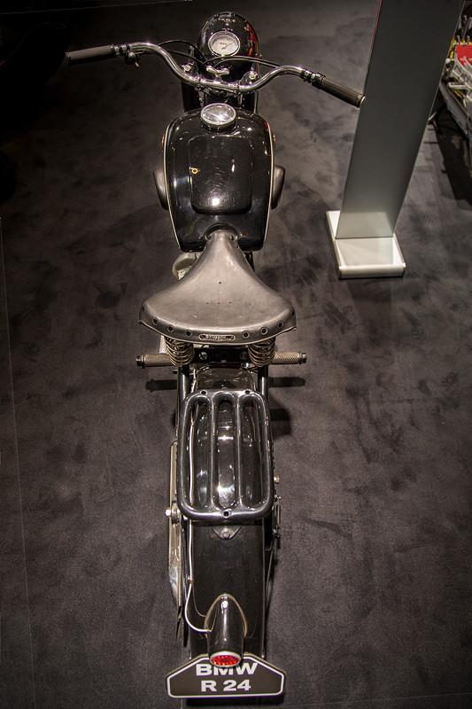 BMW R 24, 1-Zylinder-Motor mit 12 PS bei 5.600 U/Min.