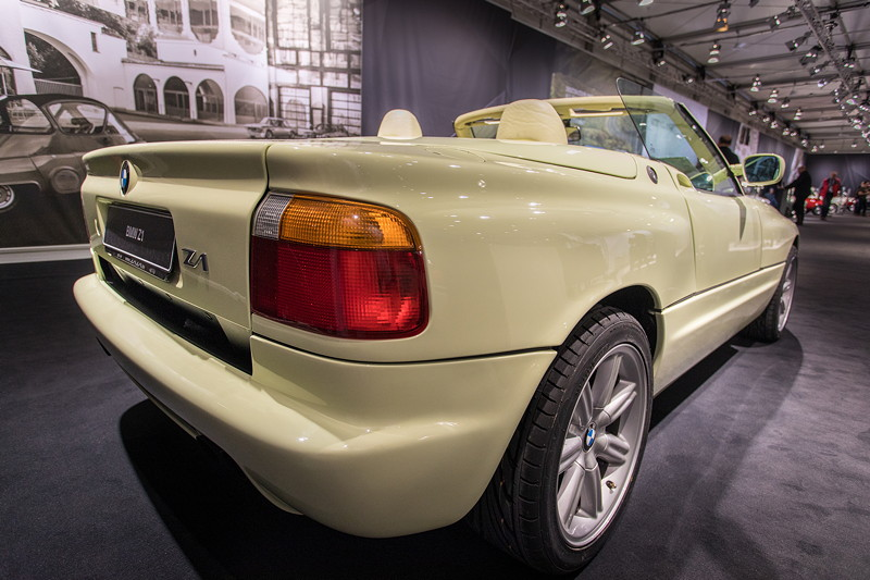 BMW Z1 mit selbsttragendem Rahmengerüst bzw. Monocoque, um ausreichende Steifigkeit zu erreichen.