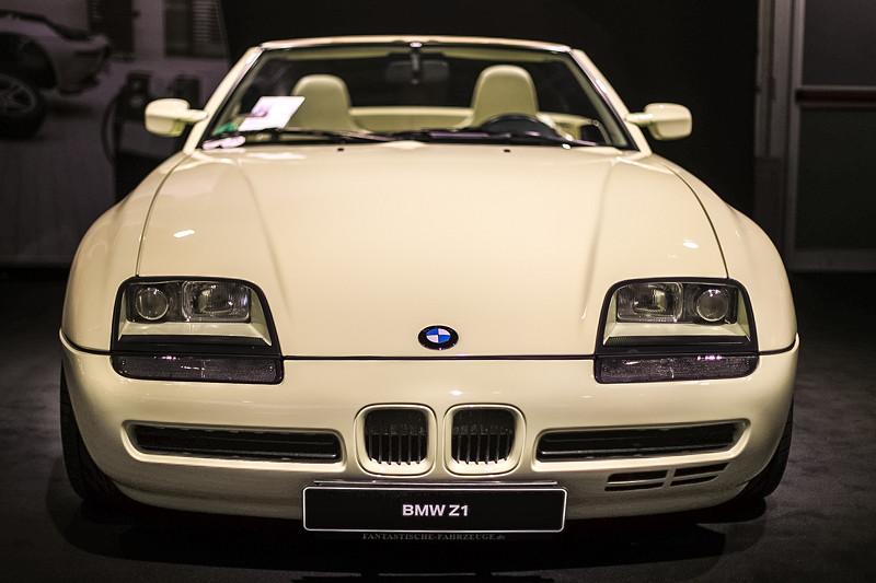BMW Z1, 6-Zylinder-Reihenmotor mit Turbo-Aufladung, 210 PS bei 5.800 U/Min.