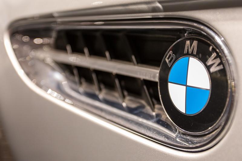 BMW Z8, seitliche Kieme mit BMW Logo