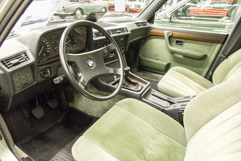 BMW 732i (E23), Innenraum in grüner Stoff-Ausstattung