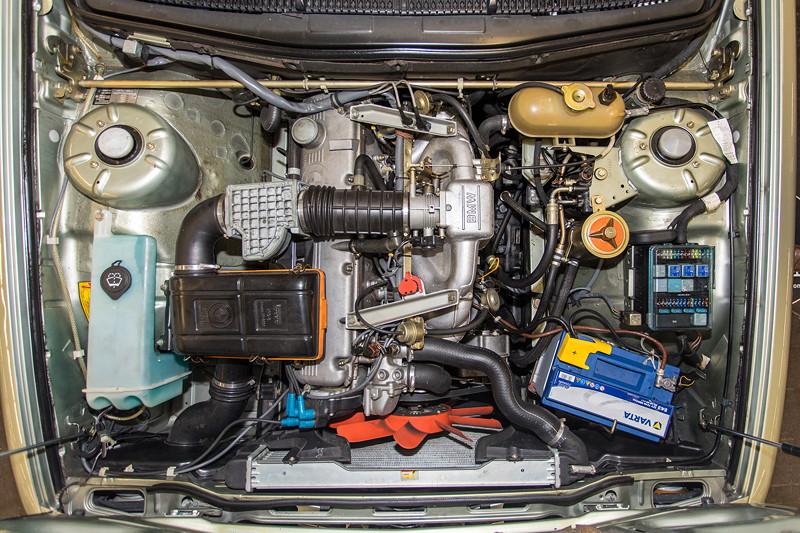 BMW 732i (E23), 6-Zylinder-Reihenmotor mit 197 PS