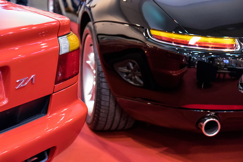 BMW Z1 neben BMW Z8 auf dem Stand von IMBU