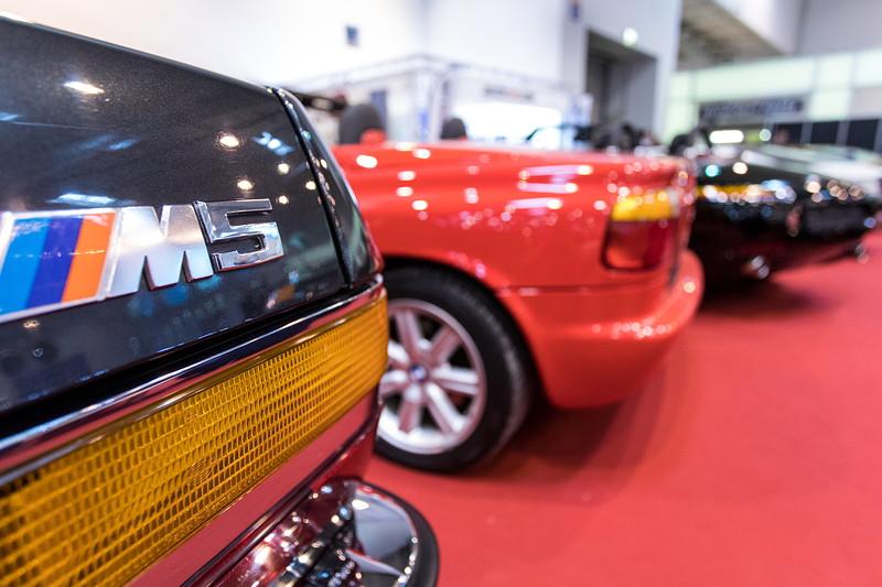 BMW M5 (E28) vor BMW Z1 und BMW Z8, auf dem Stand von IMBU