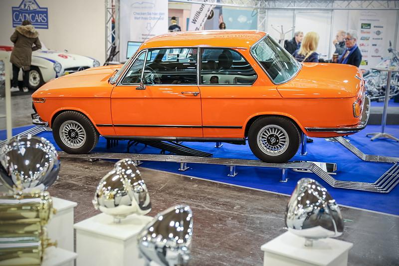 BMW 1502 auf dem Stand von 'classic-analytics' in Halle 2. Das Auto wurde mit Zustandsnote 1 bewertet, Marktwert: 29.000 Euro.