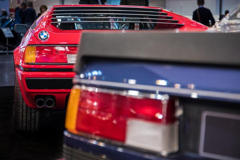 BMW Alpina B7 Turbo (E24) vor BMW M1 (E26). Der M1 hat die gleichen Rückleuchten wie der 6er.