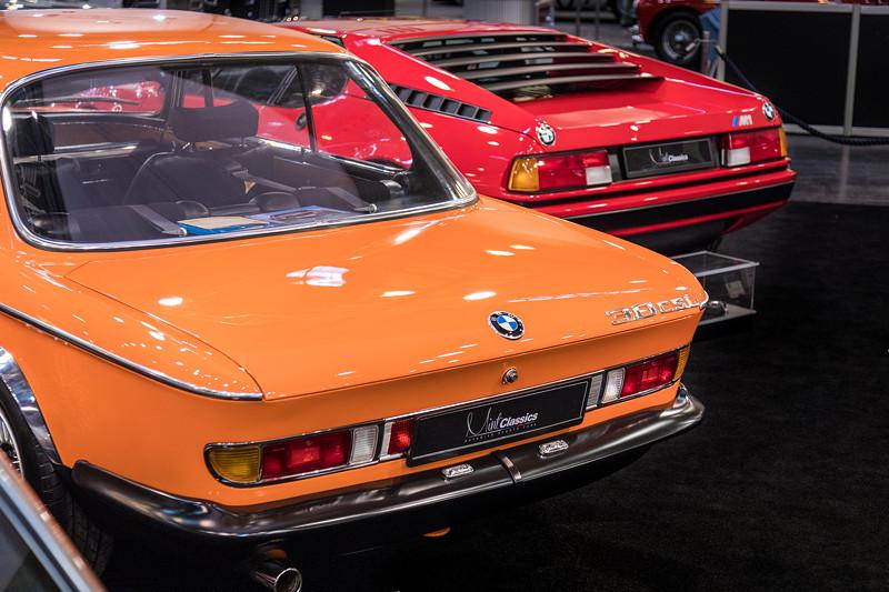 Alpina BMW 3.0 CSL neben BMW M1 auf dem Stand von 'Mint Classics'