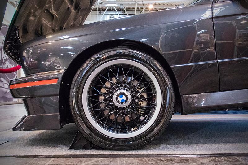 BMW M3 (E30), BMW M3 Cecotto Radsatz 7,5 x 16 Zoll 225/45 ZR 16, BMW Sportfahrwerk mit Tieferlegung