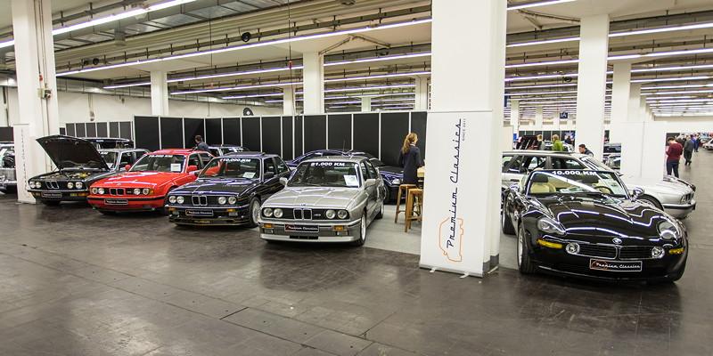 BMW-Fahrzeuge auf dem Stand von 'Premium Cars' aus den Niederlanden