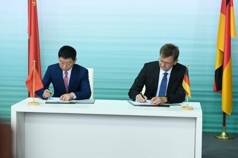 Unterzeichnung der Joint-Venture-Vereinbarung zwischen der BMW Group und Great Wall Motor zur Produktion von elektrischen MINI Fahrzeugen in China