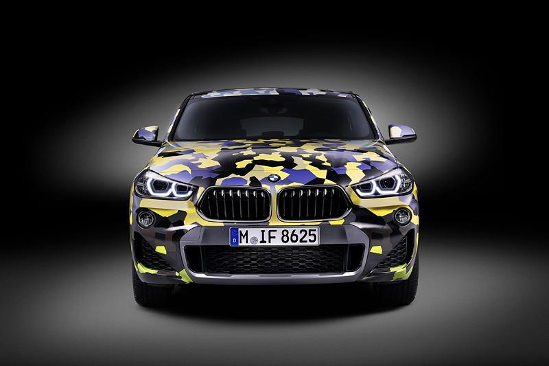 Der neue BMW X2 mit exklusiver Zubehör-Folierung 'Digital Camo'