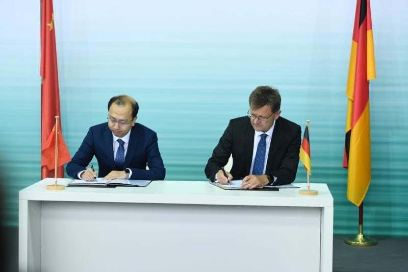 Unterzeichnung einer Absichtserklärung (MoU) am 10.07.2018 in Berlin zwischen der BMW Group und Baidu Inc.