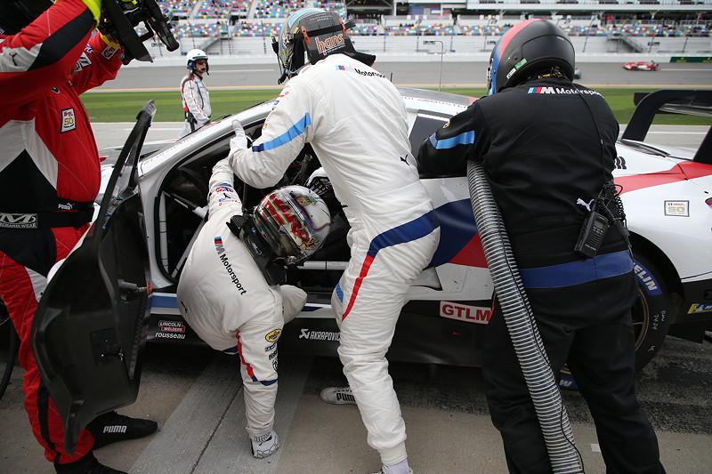 26.01.2019, IMSA WeatherTech Sportscar Championship 2019, Daytona International Speedway. Alessandro Zanardi (ITA) und Jeese Krohn (FIN), Fahrerwechsel, BMW M8 GTE #24, BMW Team RLL.