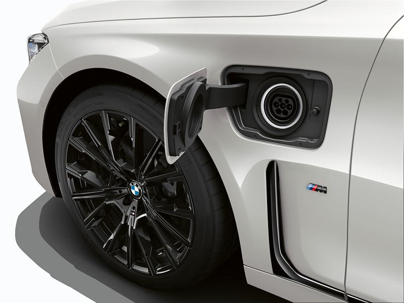 BMW 745e, Steckdose