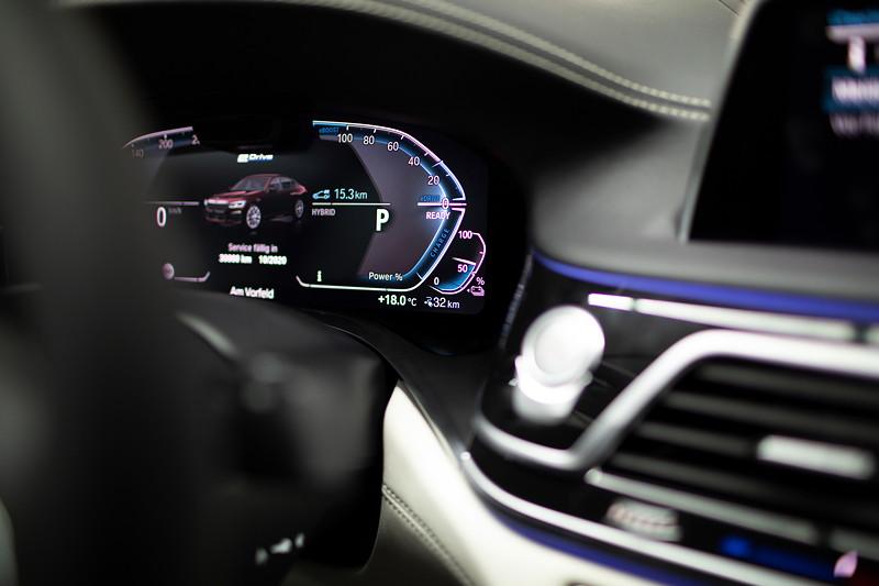 BMW 745e, Tachoinstrument
