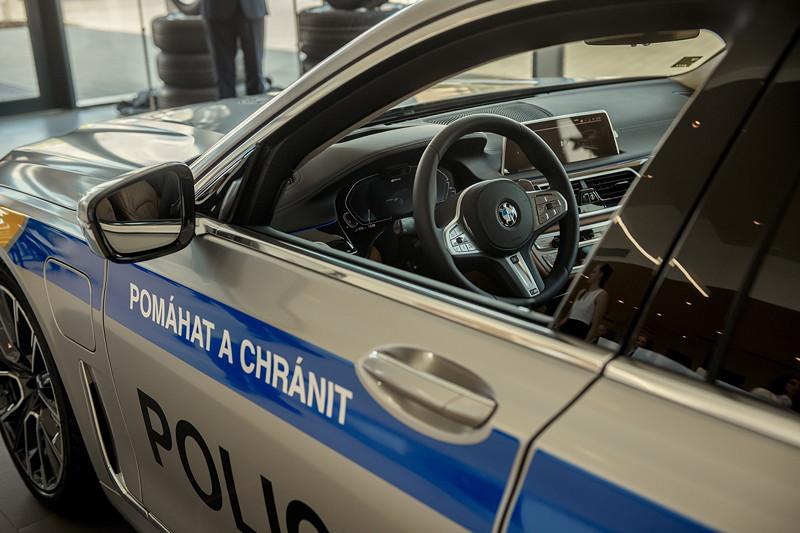 BMW 745Le xDrive - Übergabe an die tschechische Polizei