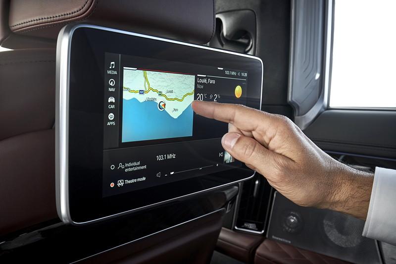 BMW 745Le xDrive, mit Fond Entertainment Experience mit neuem, neigungsverstellbarem 10 Zoll Touch Bildschirm.