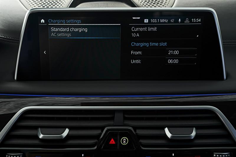 BMW 745Le xDrive, Einstellung der des 'Lade-Slots', also des Zeitraums, in geladen werden soll. Im Winter wird das Laden soweit wie möglich nach hinten gelegt, um mit wamen Akku staren zu können.
