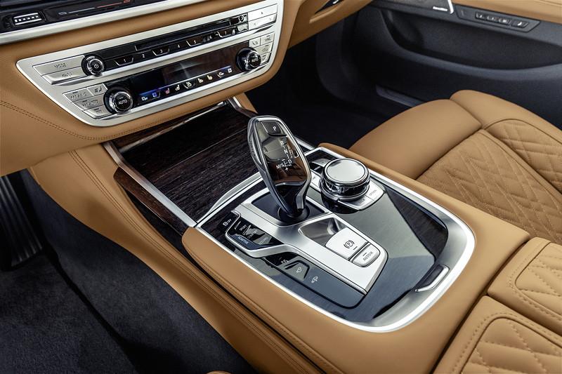 BMW 750Li xDrive (G12 LCI), mit nicht geänderter Mittelkonsole
