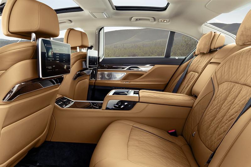 BMW 750Li xDrive (G12 LCI), Executive Lounge und Fond Entertainment Professional im Fond