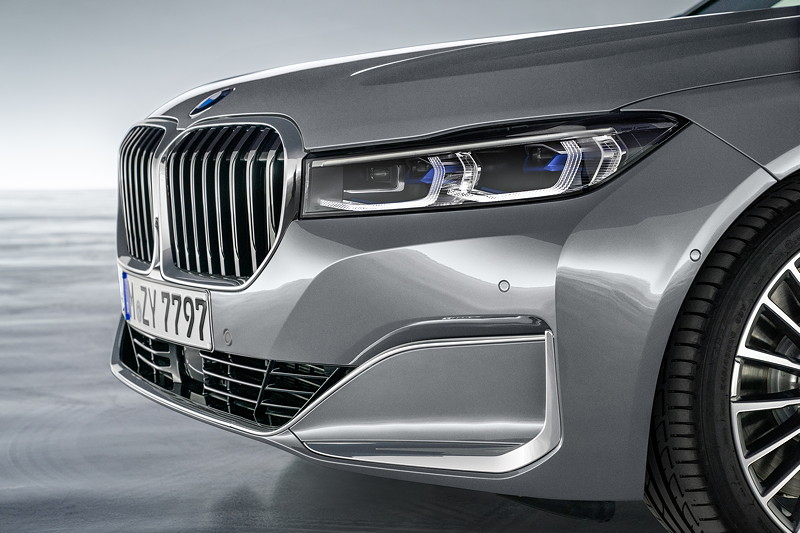 BMW 750Li xDrive (G12 LCI), Vorderbau mit vergrösserter Niere und erhöhter Motorhaube