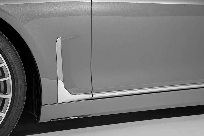 BMW 750Li xDrive (G12 LCI), neuer nun senkrecht stehender Airbreather vor dem vorderen Radhaus