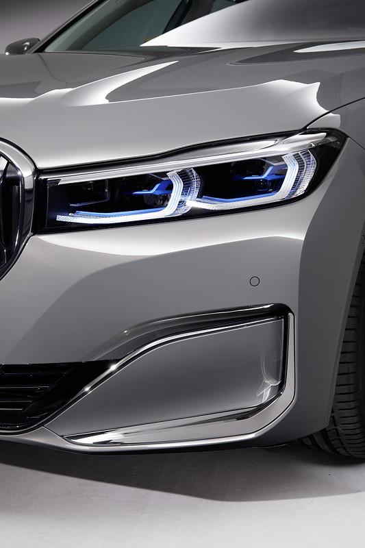 BMW 750Li xDrive (G12 LCI), neue Front mit neuen Scheinwerfern und neuen Lufteinlässen