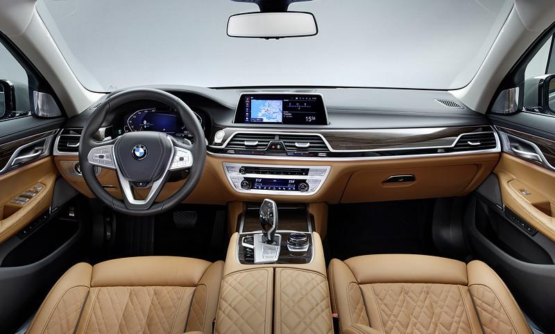 BMW 750Li xDrive (G12 LCI), Interieur mit Exklusivleder 'Nappa' mit erweiterten Umfängen / Steppungen in Cognac / Schwarz