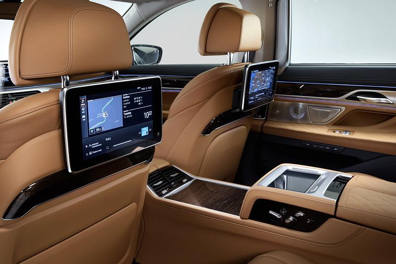 BMW 750Li xDrive (G12 LCI), Fond mit Fond Entertainment Experience und Executive Lounge