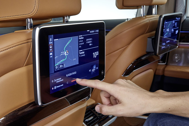 BMW 750Li xDrive (G12 LCI), Fond Entertainment Experience nun mit Touch Screen Monitoren