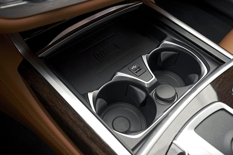 BMW 750Li xDrive (G12 LCI), Cupholder