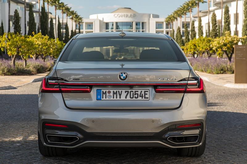 BMW 745Le xDrive (G12 LCI), mit E-Kennzeichen und neuem 0,6 cm starken Lichtband