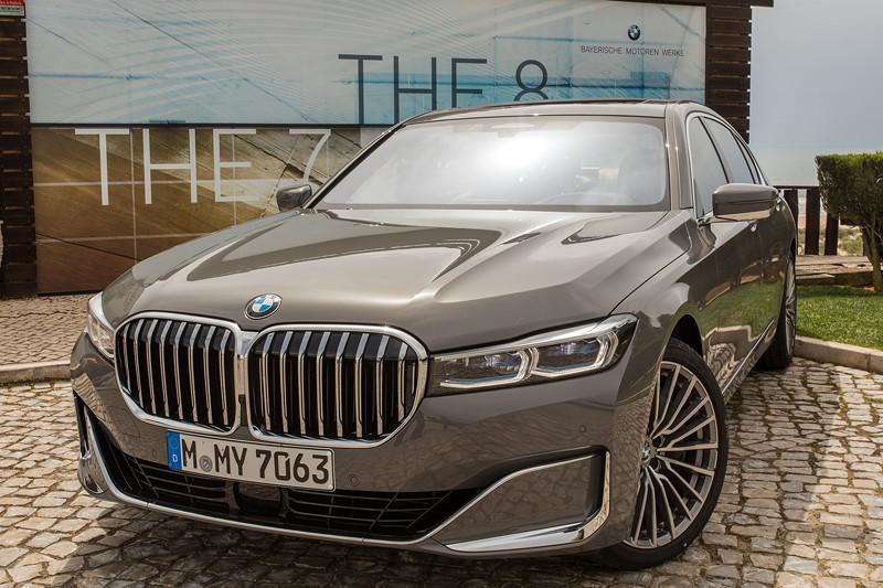 BMW 750Li xDrive (G12 LCI) an der Guarita Terrace Praia Verde