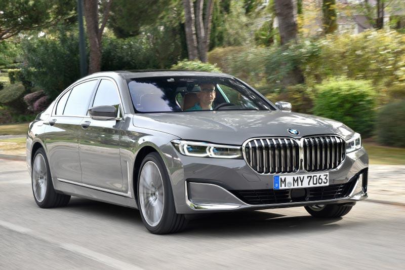 Der Autor dieses Beitrages am Steuer des getesteten BMW 750Li (G12 LCI)