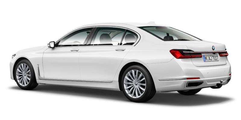 BMW 750Li (G12, Facelift 2019) in alpinweiß, die Zierleiste auf der Seitenansicht verändert sich leicht