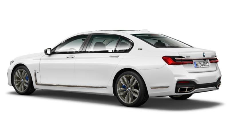 BMW M760Li (G12, Facelift 2019) in alpinweiß, mit Hochglanz-Shadowline, die Endrohre sind auch hier etwas breiter gezogen