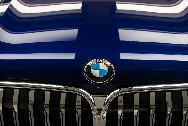 BMW Alpina B7 BiTurbo, Motorhaube mit BMW Logo