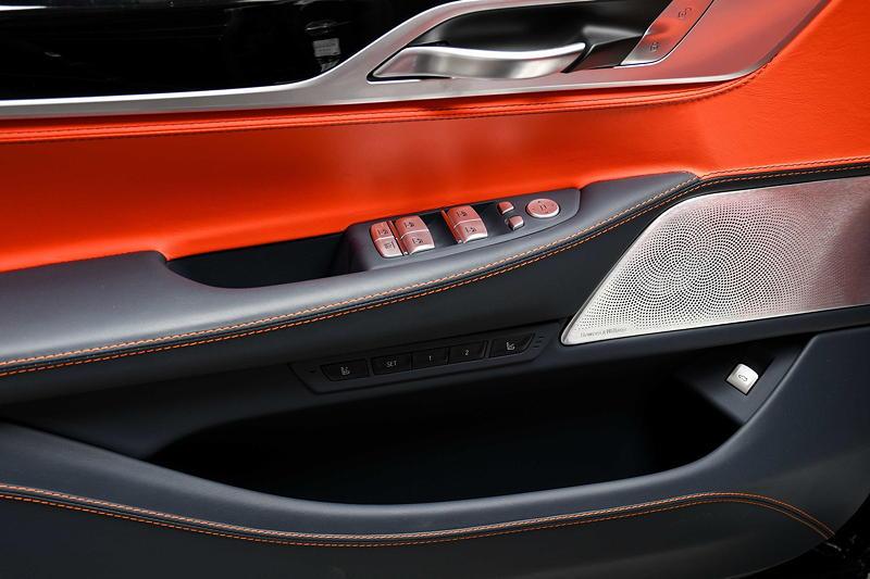 BMW Alpina B7 BiTurbo, mit Mandarin / Nachtblau Lavalina Lederausstattung