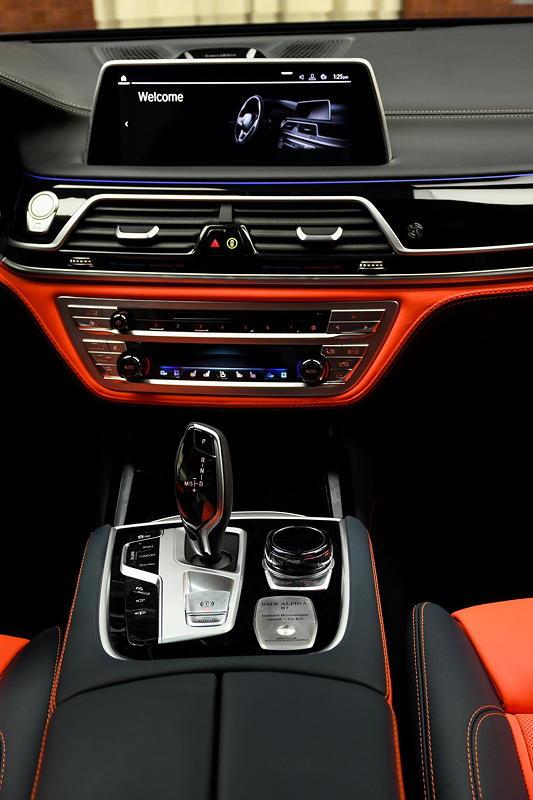 BMW Alpina B7 BiTurbo, Mittelkonsole vorne